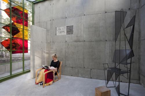 Pavillon, glasbillede, stol, mosaik og skulptur/stol.
